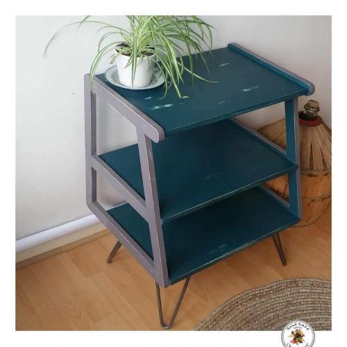 Thee-shelves-unit-3
